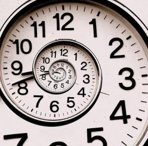 من همچنین زمان پایان ناپذیرم ، و در میان آفرینندگان برهما هستم .